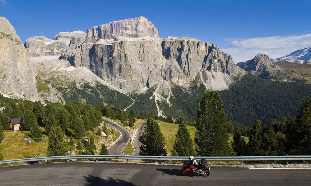 Motorcycle holidays in the Dolomites: valleys and passes, as far as the eye can see